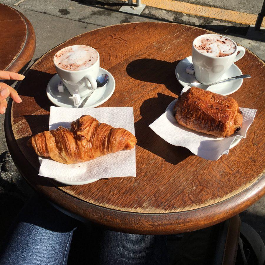 Croissante im Café L'Estel