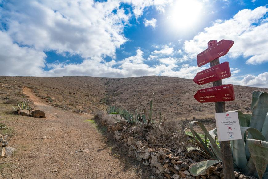 Beginn des Pfades Camino la Cuesta de Antigua hoch zum Pass Degollada de Marrubio